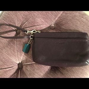 💯 Authentic Coach wristlet